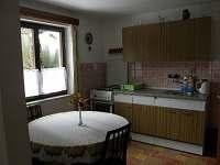 Kuchyně s jídelním stolem
