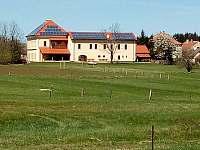 pohled na penzion z 1 km - ubytování Hůrky