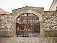 vstupní brána - Hůrky