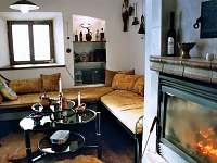 Dům posezení u krbu v obývacím pokoji