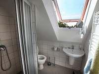 Druhá koupellna v patře