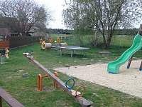 Dětské hřiště 20m od rodinného domu - Mláka