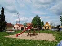 hřiště na návsi - Borkovice