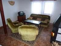 Společenská místnost - chata k pronájmu Dobročkov