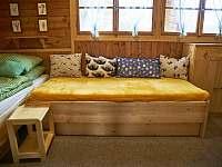 postele s úložným prostorem - chata k pronájmu Vodňany