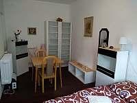 Malá ložnice za velkou ložnicí {nově} - chalupa k pronajmutí Křída