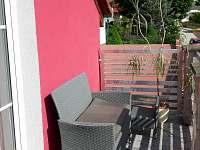 Jižní terasa s posezením - rekreační dům ubytování Týn nad Vltavou