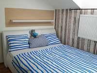 Ložnice v patře - rekreační dům k pronájmu Týn nad Vltavou