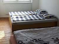 Ložnice v přízemí - rekreační dům k pronájmu Týn nad Vltavou
