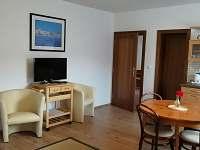 Dolní apartmán kuchyň + obývací pokoj