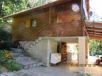 pohled na chatu z příjezdové strany - ubytování Červená nad Vltavou