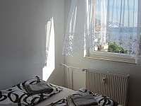 výhled z ložnice - apartmán k pronajmutí Horní Planá