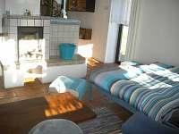 Obývací pokoj a krb Eda