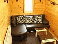 Salonek s rozkládacím gaučem - chata k pronájmu Frymburk - Lojzovy Paseky