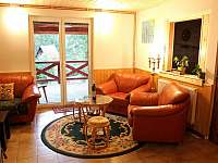 Společenská místnost - chata k pronájmu Frymburk - Lojzovy Paseky