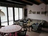obývák - chata k pronájmu Děkanské Skaliny