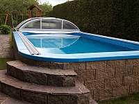 bazén u chaty - k pronajmutí Roudná