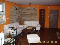obývací pokoj + jídelna - chalupa k pronajmutí Myslkovice