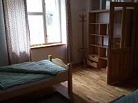 1. ložnice apartmentu 2 - chalupa k pronajmutí Olešnice u Trhových Svinů
