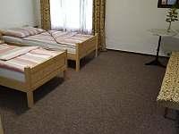 2. ložnice v prvním patře apartmentu 2 - Olešnice u Trhových Svinů