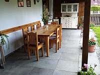 terasa-letní kuchyně - pronájem chalupy Olešnice u Trhových Svinů