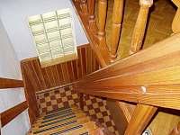 schody do 1 patra - chata k pronajmutí Žabovřesky - Dehtáře