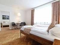 apartmán T.G.Masaryk - ložnice s kuchyňským koutem a jídlením stolem