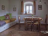 Jídelna s posezením - apartmán ubytování Kačlehy