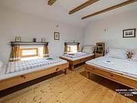 Ložnice v patře - apartmán k pronajmutí Kačlehy