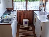 kuchyň - chata k pronájmu Holubov