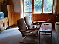 obývací pokoj - chata k pronájmu Holubov