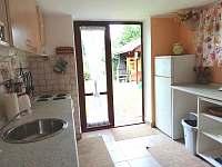 kuchyň - chata k pronájmu Roudná