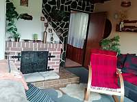 obývací pokoj - chata k pronájmu Roudná