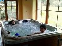 Chalupa s vnitřním bazénem, vířivkou a saunou - chalupa - 23 Klenovice