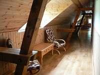 chodba s galerií - rekreační dům k pronájmu Přední Zborovice