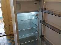 lednice a mikrovlnka - pronájem chalupy Dražičky