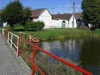 rybník před chalupou - k pronájmu Dražičky