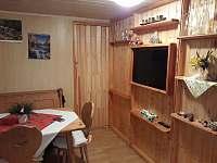 Obývací pokoj - chata k pronájmu Červená