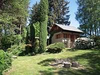 pohled ze zahrady - chata ubytování Cetoraz u Pacova