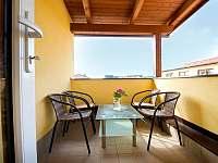 balkon v 1.patře - vhodné po kuřády - ubytování Pluhův Žďár - Jižná