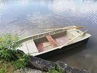 loďka k zapůjčení zdarma - chata k pronájmu Zliv