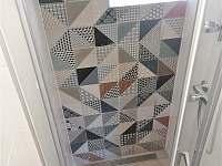 sprchový kout - chata k pronájmu Zliv