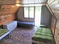 větší pokoj v podkroví - Zliv