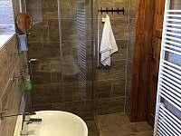 Koupelna v přízemí (sprchový kout)