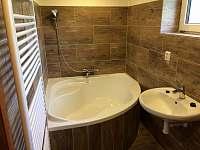 Koupelna v přízemí (vana)