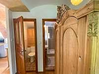 Vejminek - toaleta a koupelna - pronájem chalupy Sumrakov