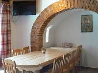 Jídelní stůl - pronájem chaty Milná