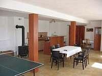 Společenská místnost - chalupa ubytování Kluky