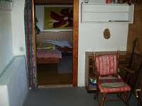 přízemí -místnost na uložení kol,pokoj s dvěma postelema