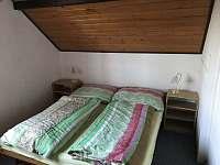 Ložnice s manželskou postelí - chata k pronajmutí Dehtáře